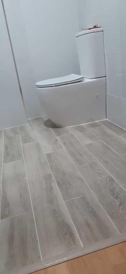 Cambio de suelo en reforma de baño