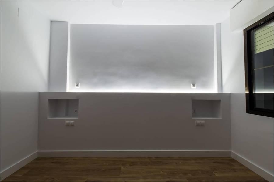 Foto cabecero de pladur con iluminaci n led de - Iluminacion con tiras de led ...