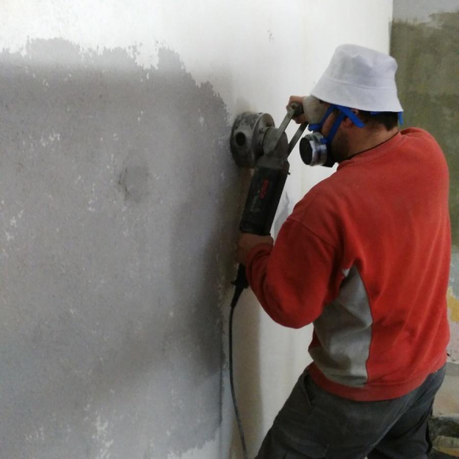 Tratamiento de encubado en paredes de garaje