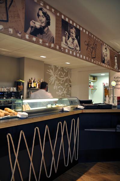 """Cafetería - heladería """"Cafè Café"""""""