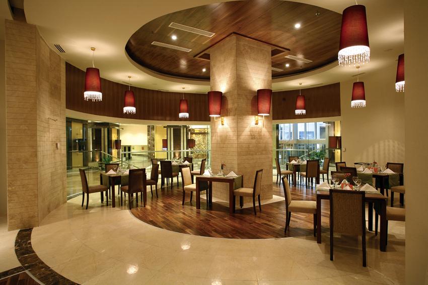 Foto cafeter a restaurante estilo moderno de for Decoracion cafeterias modernas