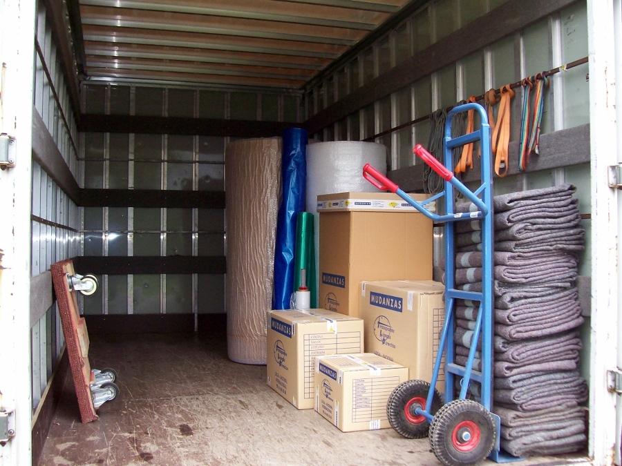 Foto cajas y embalajes de transportes ligeros directos for Muebles basauri