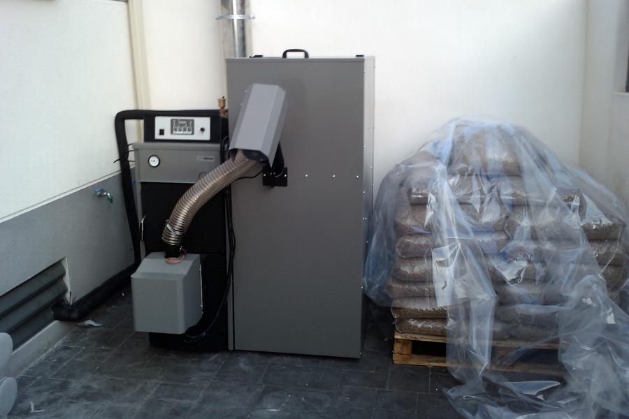 Foto caldera de pellet de fret i calor energ a solar - Caldera mixta lena pellet ...