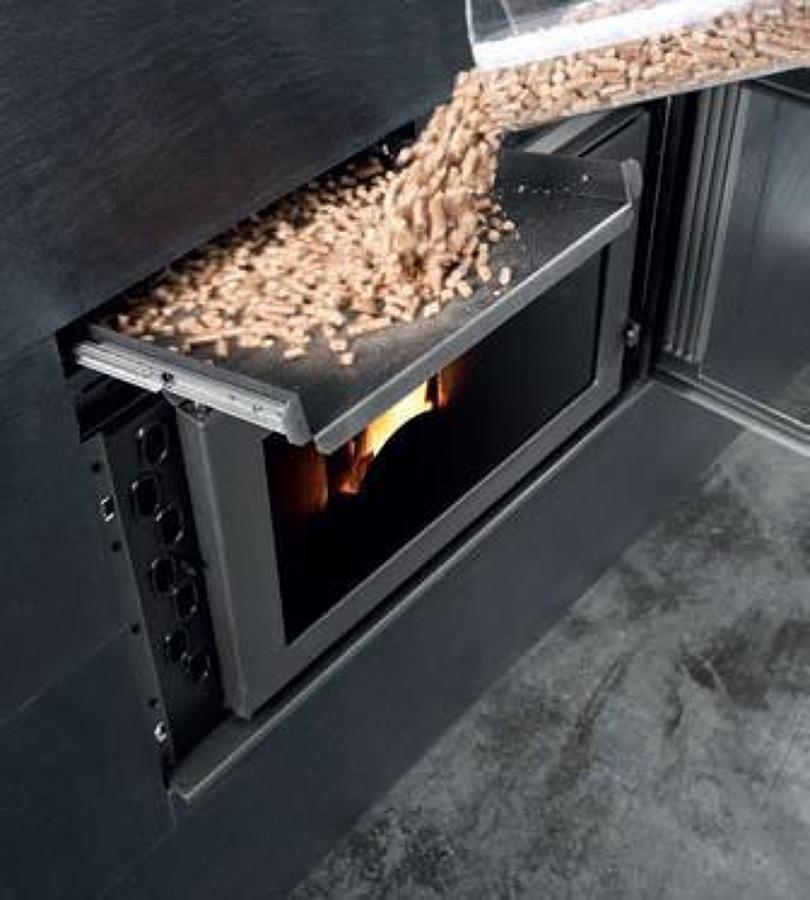 Foto calderas y termo estufas de biomasa de instalaciones for Chimenea de gas en un piso