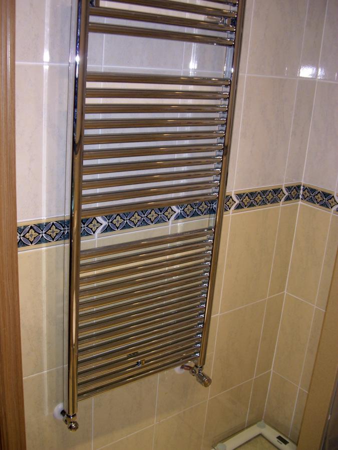 Foto calefacci n radiador toallero runtal radia de - Precio radiador toallero ...