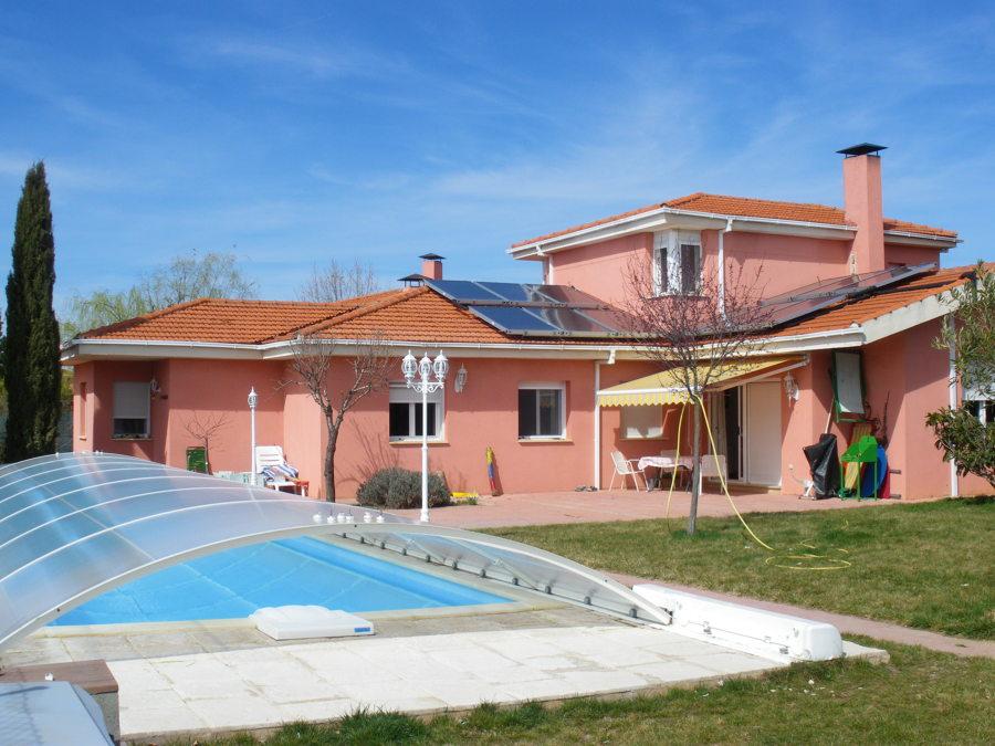 Foto calentamiento de piscina cubierta con placas solares for Piscinas cubiertas en granada