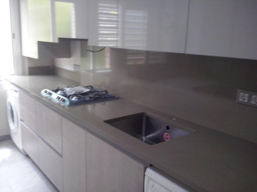 Foto encimera cocina y frente de marbres octavio 844805 for Frente cocina