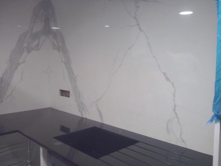 Foto frente neolithe y encimera granito negro intenso de - Granito negro intenso ...