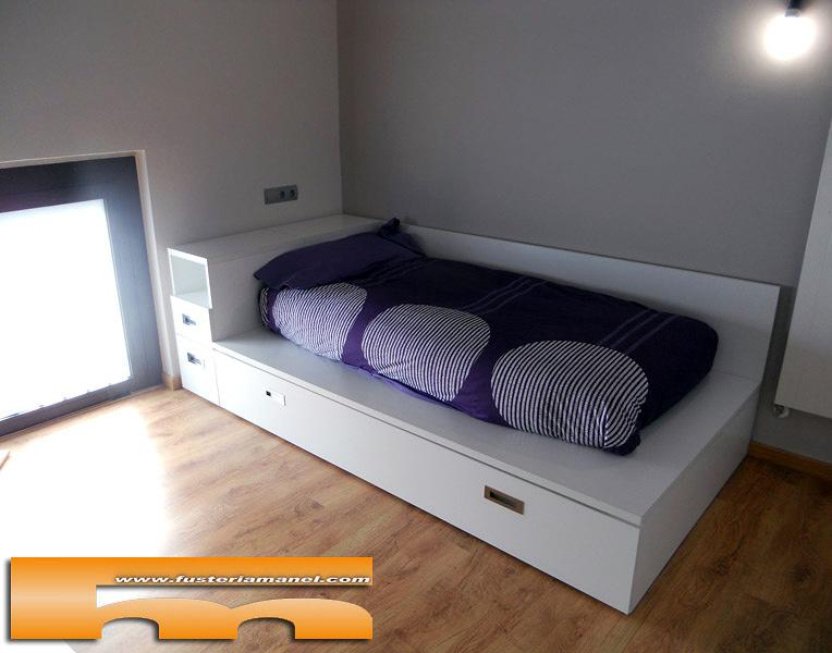 Foto cama a medida tipo tatami barcelona de fusteriamanel for Medidas cama juvenil