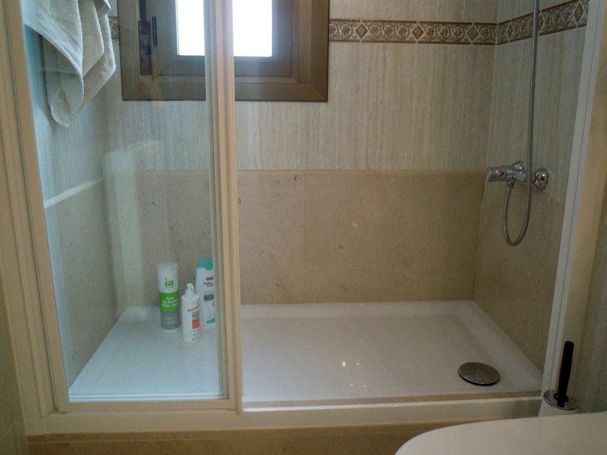 Foto cambio ba era por ducha despues de castells s l - Cambio de banera por plato de ducha sin obras ...