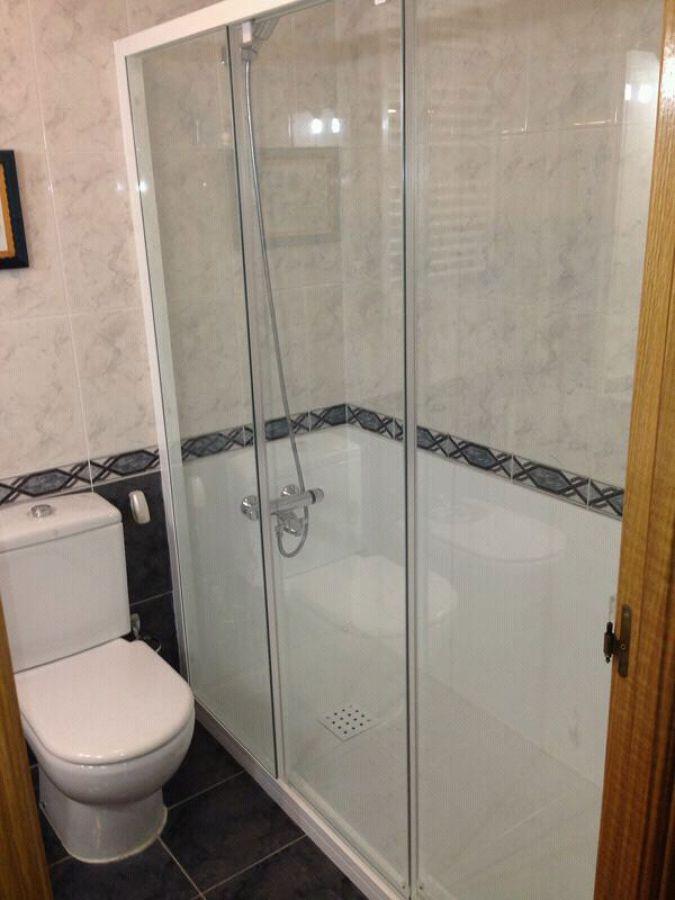 Foto cambio de ba era por plato de ducha colocando panel - Banera plato de ducha ...