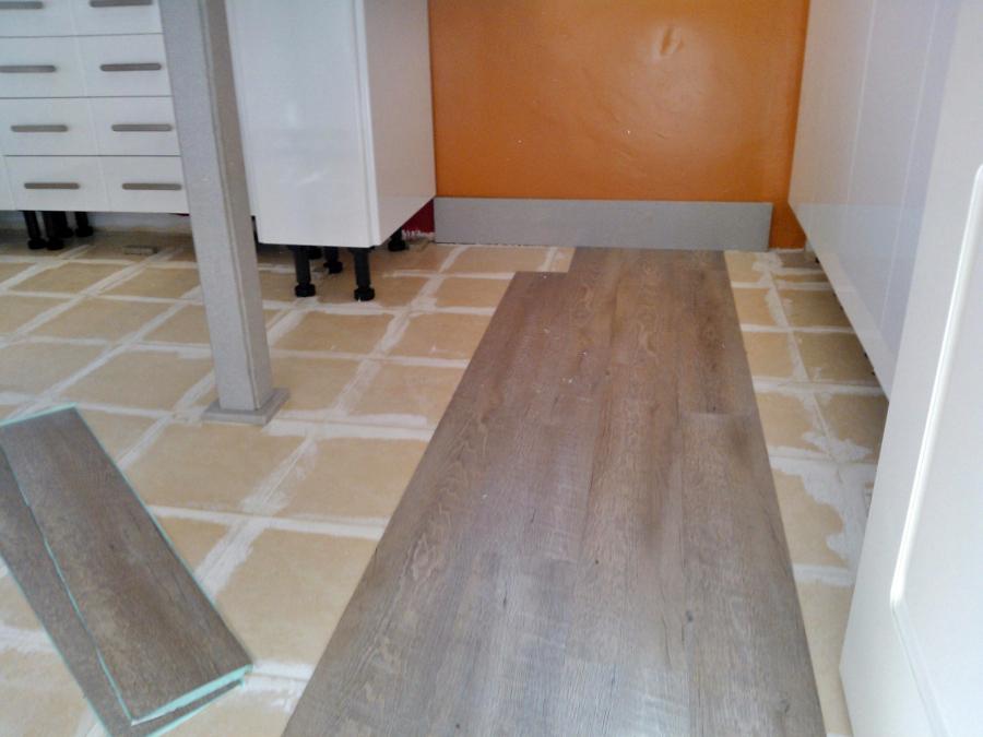 Foto cambio suelo de cocina sin obras de integrados - Suelo vinilico cocina ...