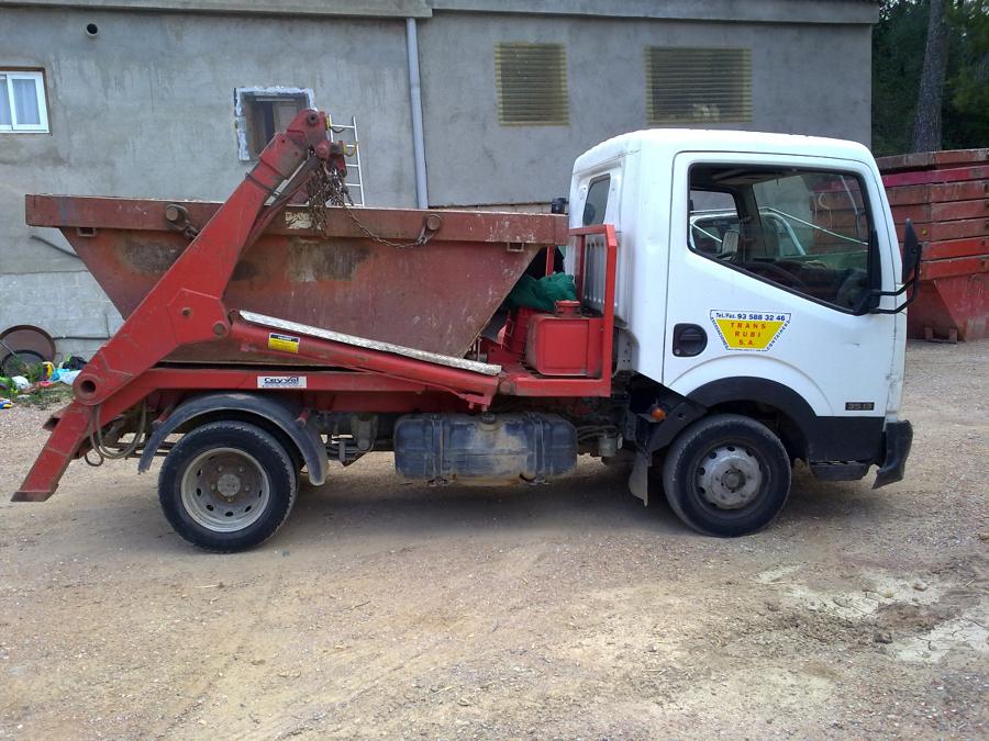 Camión con minicontenedores para espacios reducidos