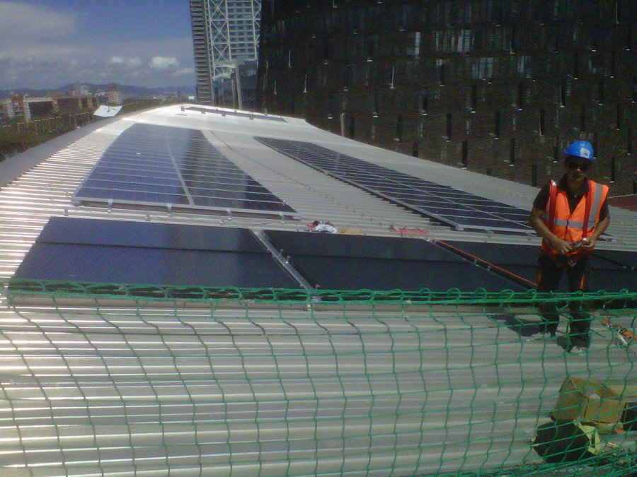 Campo combinado de solar térmica y fotovoltaica.