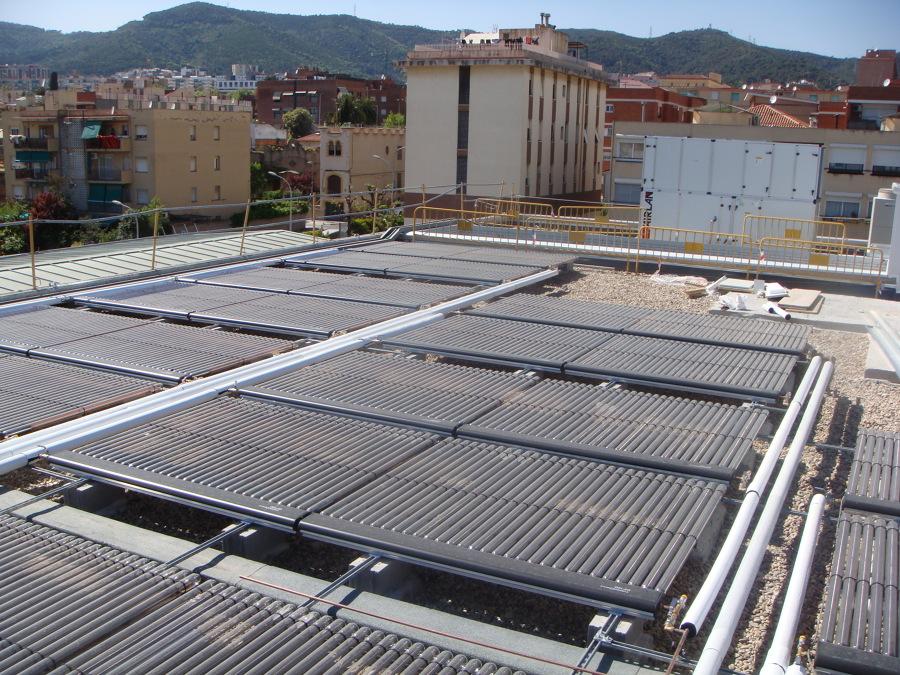 Foto campo de colectores piscina municipal horta for Piscina municipal campos