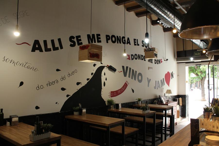 Mural en pared, Mobiliario, Lamparas y Parquet