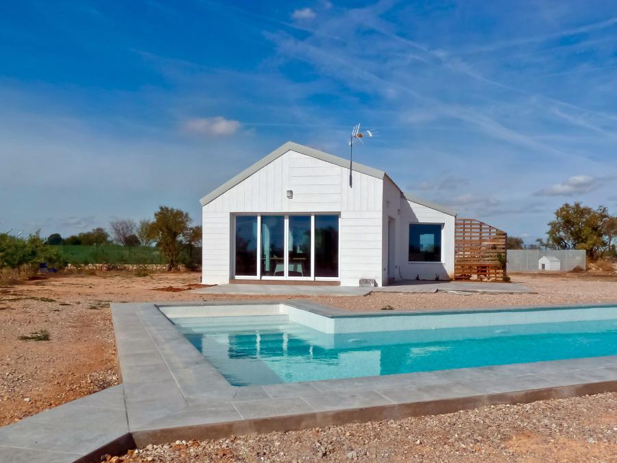 Foto casa de campo y piscina de proyectos de obras pemar for Piscinas para casas de campo