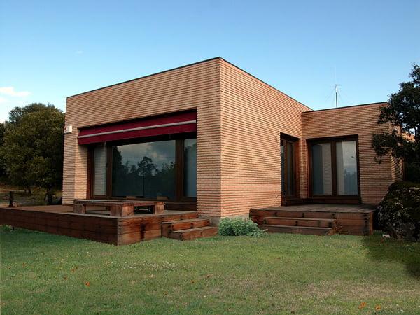 Foto casa de ladrillo visto de ucema reparaciones y - Casas modernas prefabricadas ...