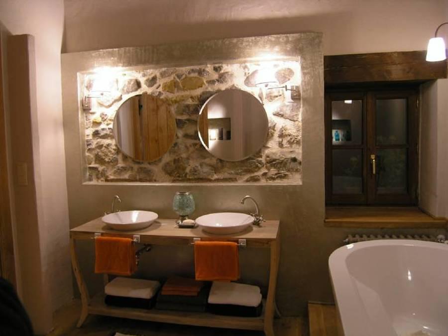 Baño lavabo rústico moderno