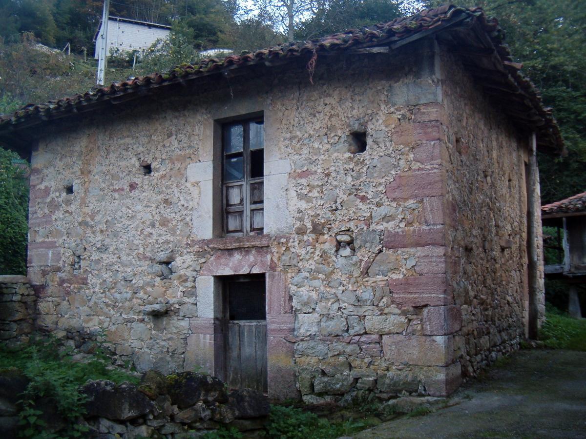 foto casa para restaurar en asturias de construcciones