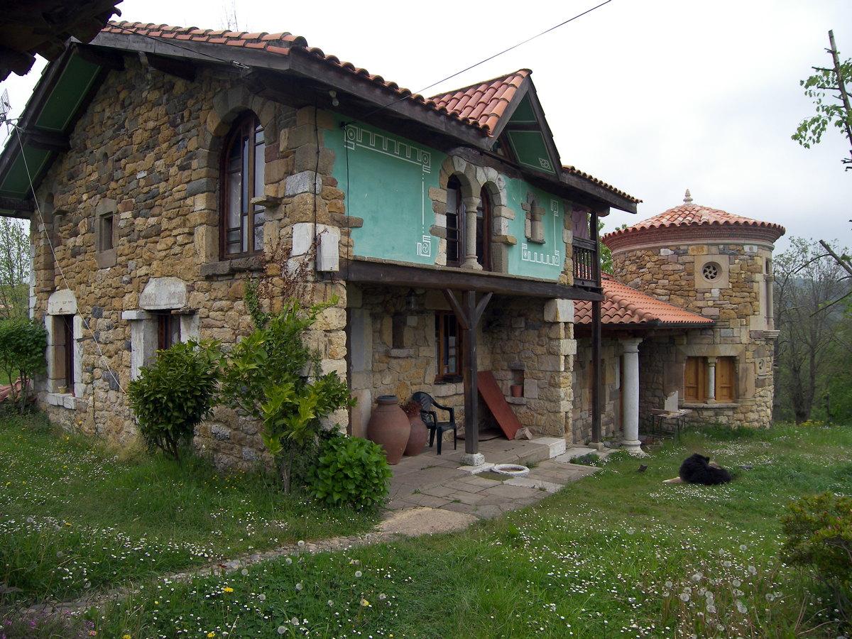 Foto casas de piedra en coya de construcci n y canter a for Casas de piedra y madera