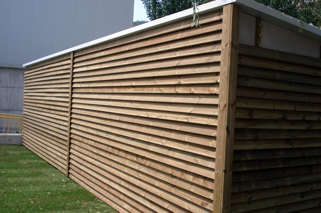 Foto caseta forrada amb fusta estil veneci de jardins for Piscines municipals girona