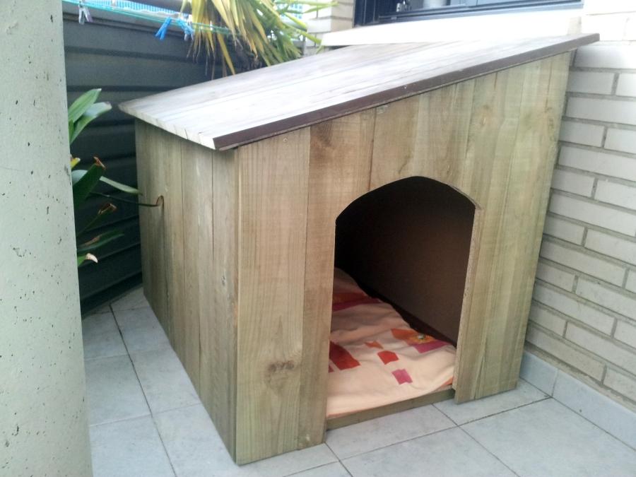 Foto caseta para perro de carpinter a imagina con madera for Caseta para guardar bicis