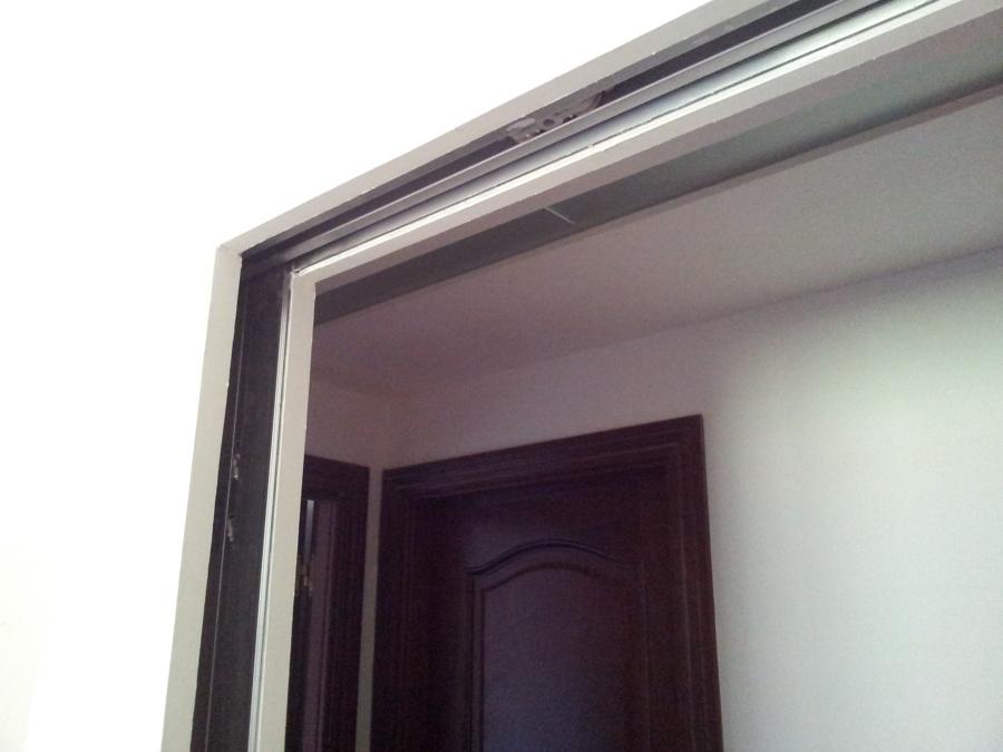 Foto casoneto para puerta corredera por interior de tabique de javaplac 596703 habitissimo - Casoneto para puerta corredera ...