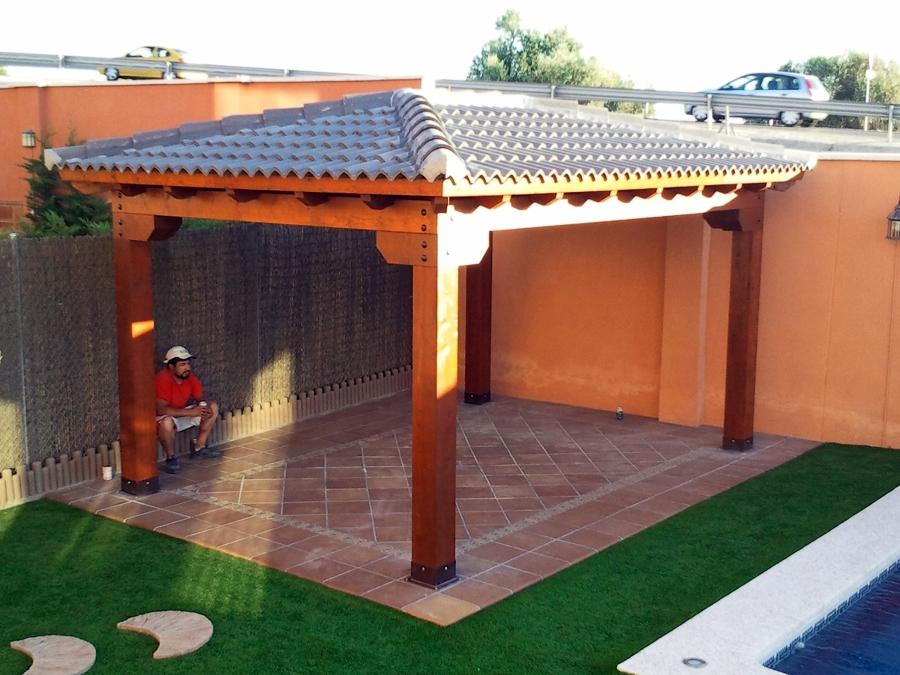 Foto cenador a 4 aguas con teja ceramica de mega for Techos de teja para terrazas