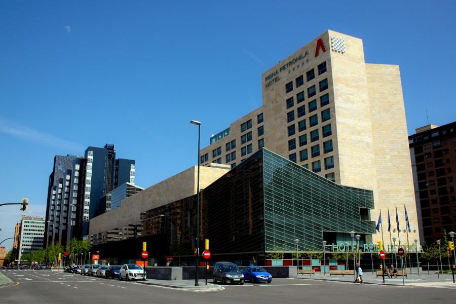 Foto centro comercial aragonia de servicios topogr ficos for Pisos aragonia zaragoza