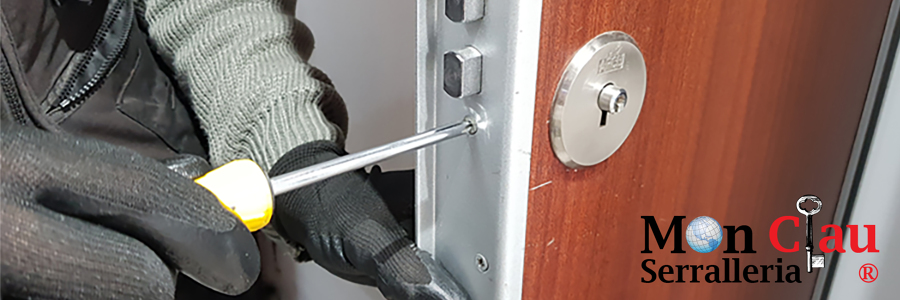 Instalación cerradura de seguridad en puerta blindada