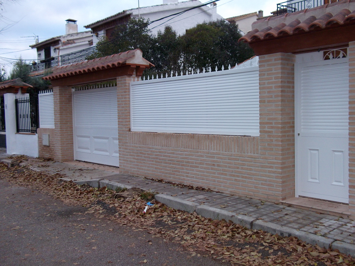 Foto cerramiento chalet de rejas y ventanas madrid s l - Puertas de chalet ...