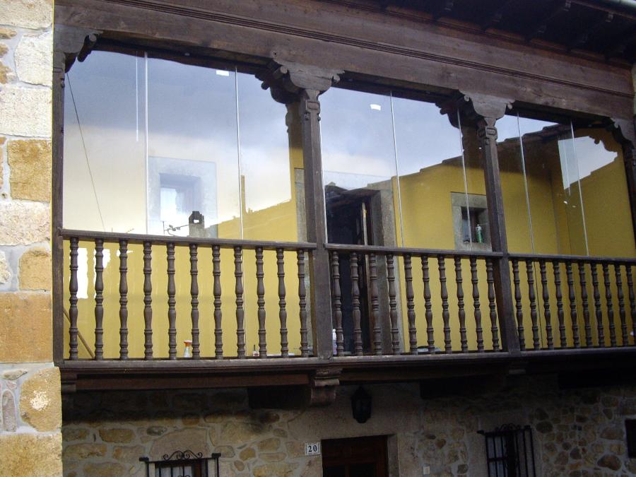 Foto cerramiento de galer a en cangas de on s asturias - Cerramiento de galerias ...