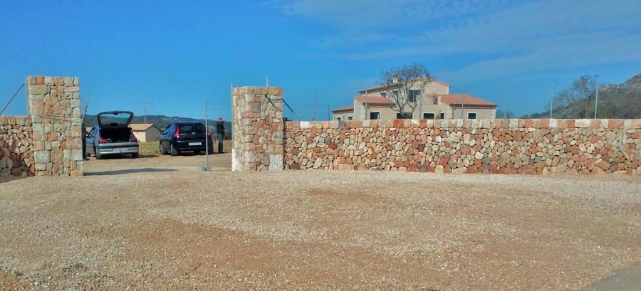 Foto cerramiento de piedra en chalet de juan giraldo - Cerramientos de piedra ...