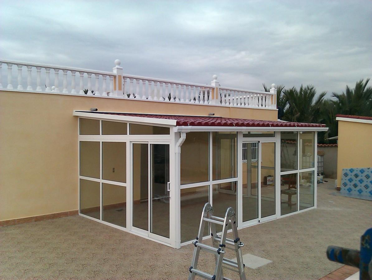 Foto cerramiento con techo teja de fco martinez 212499 for Techos de teja para terrazas
