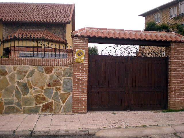 Foto cerramiento exterior chalet de reformas florin - Vallas exteriores para casas ...