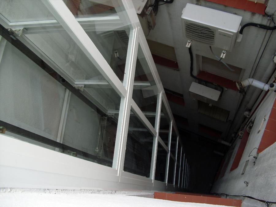 Foto cerramiento hueco patio interior de ascensores samar for Cerramientos patios interiores