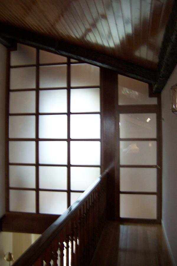 Foto cerramiento madera y cristal cido de la alacena for Cerramientos de interiores