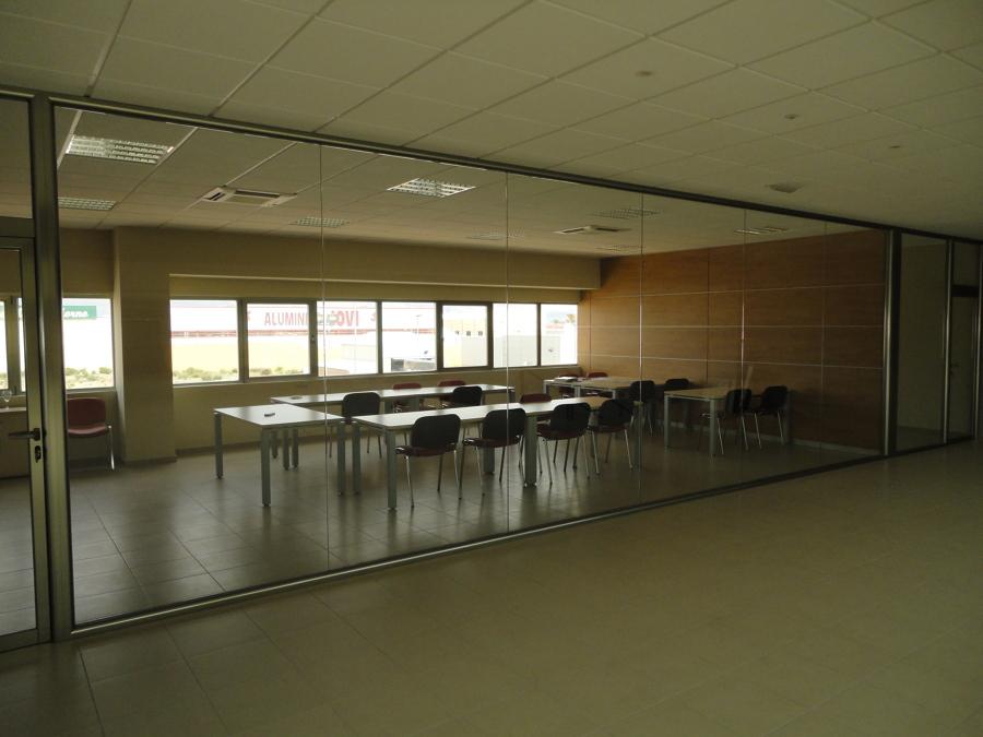 Foto cerramiento mamparas de aluminio y cristal oficinas for Cerramientos oficinas