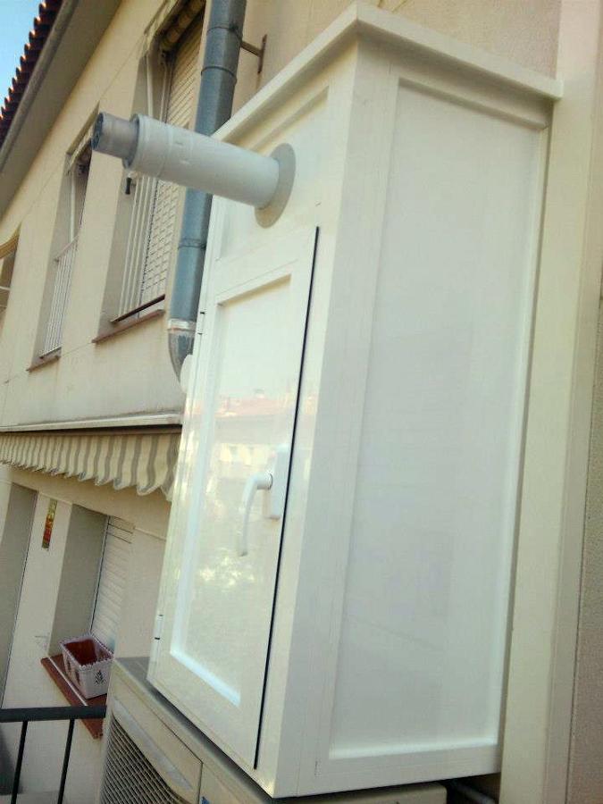 Foto cerramiento para caldera de aluminios j ruiz 362433 - Como hacer puertas de armario ...