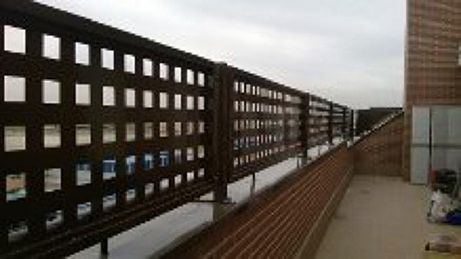 Foto cerramiento terrazas atico de aplicaciones del - Celosias terrazas aticos ...