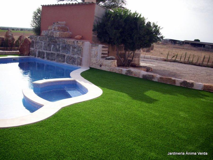 Foto c sped artificial en zona con piscina de jardineria - Cesped artificial piscina ...