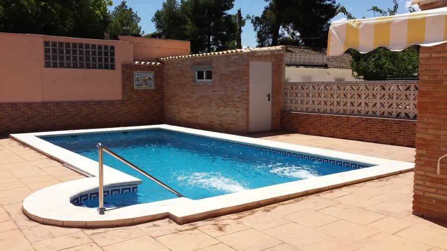 Foto chalet de l 39 eliana construcci n de piscina de for Construccion de piscinas en granada