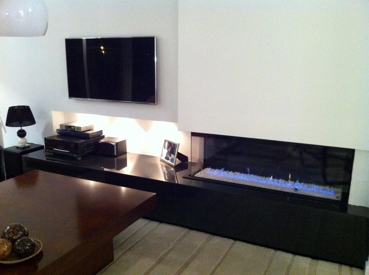 Foto chimenea a gas de esquina de chimeneas f nix 219208 for Salones minimalistas con chimenea