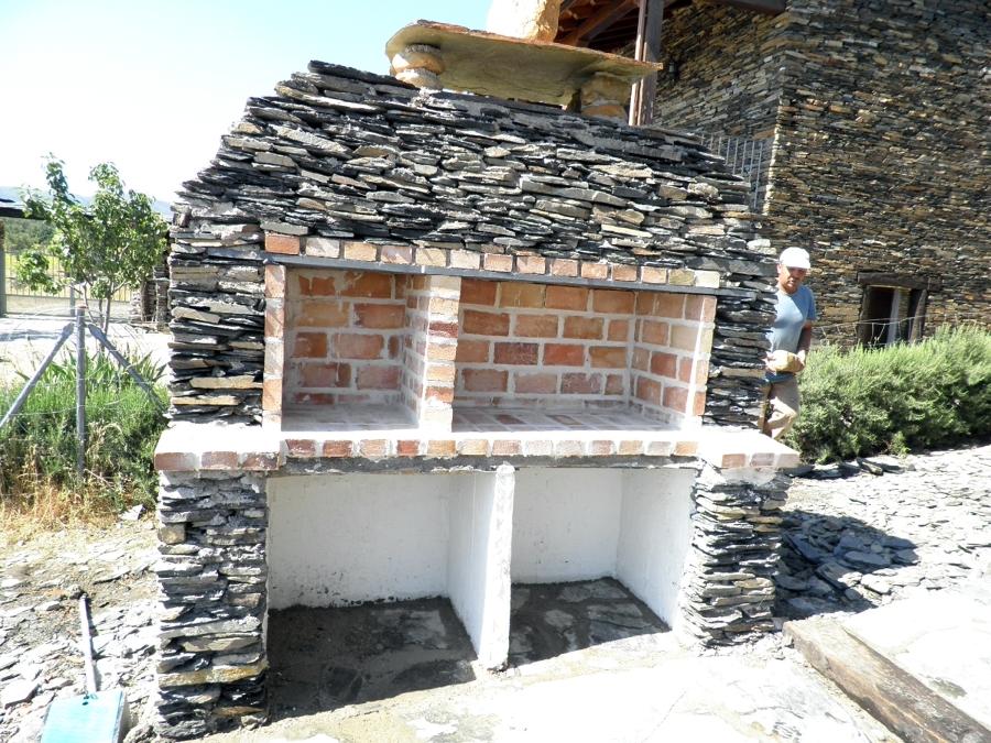 Foto chimenea para jardin en piedra de construcciones - Chimeneas para jardin ...
