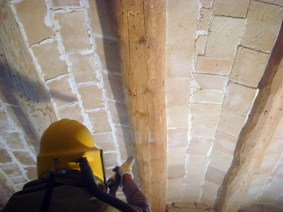 Foto chorreo en vigas de madera de sorrejats vall 152710 - Como restaurar vigas de madera ...