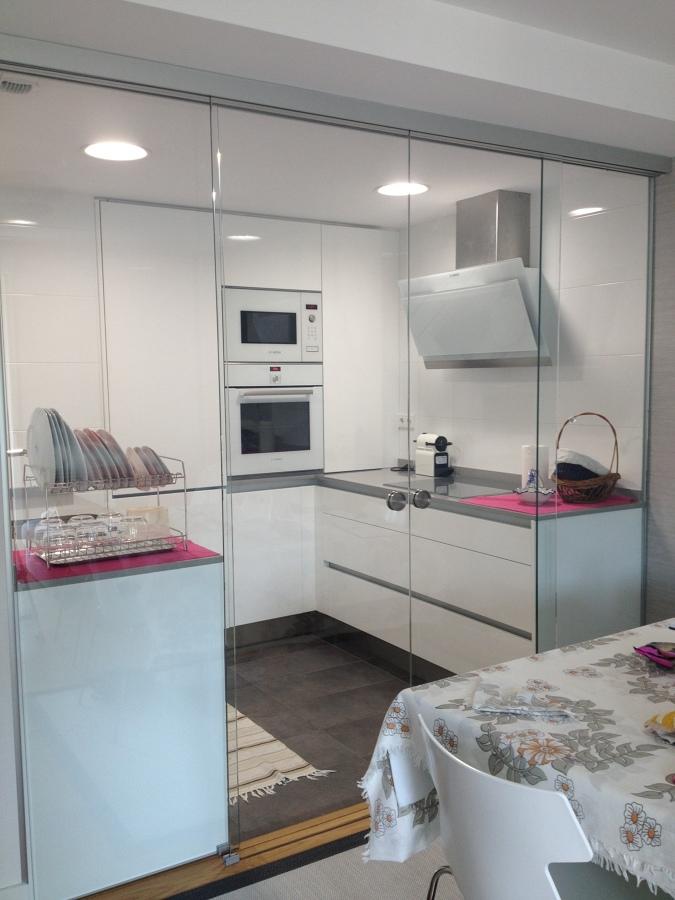 Foto puertas correderas de cristal de vidrios duke 1495838 habitissimo - Puerta cristal cocina ...