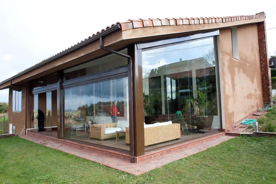 Foto cierres de terrazas en asturias de construcciones for Cobertizos prefabricados metalicos