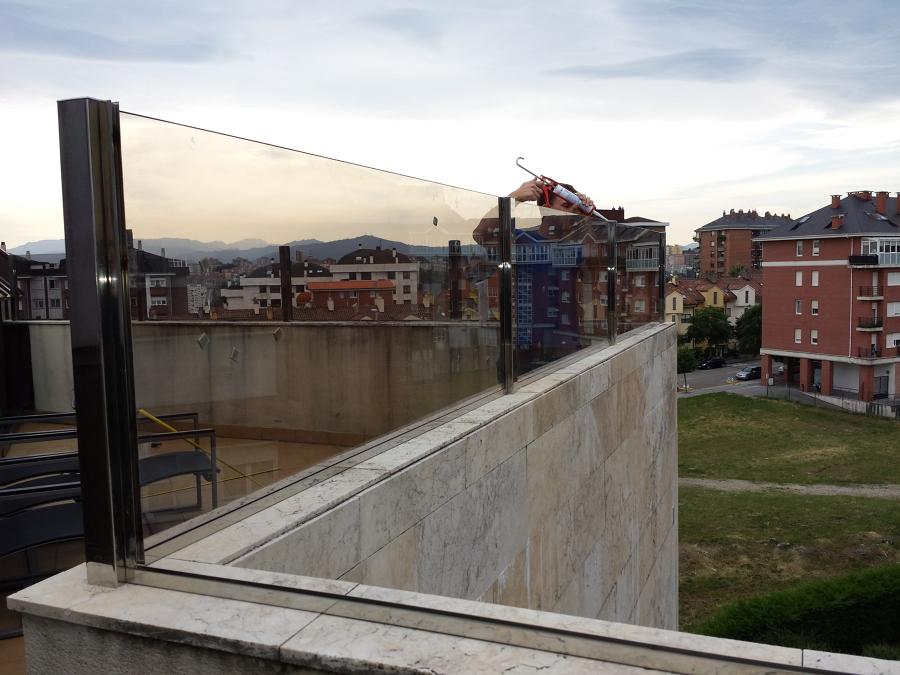 foto cierres de terrazas en vidrio de hefemar ingenieria