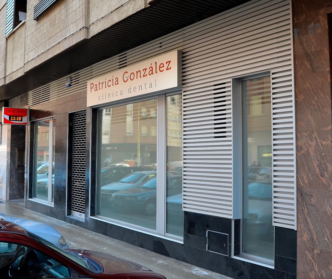 Foto cl nica dental patricial gonz lez fachada de barvel - Clinicas veterinarias ourense ...